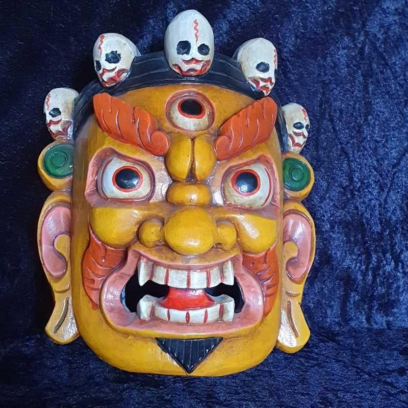 Masque tibétain sculpté en bois, et peint à la main, jaune